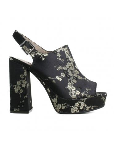 Zapato negro floral